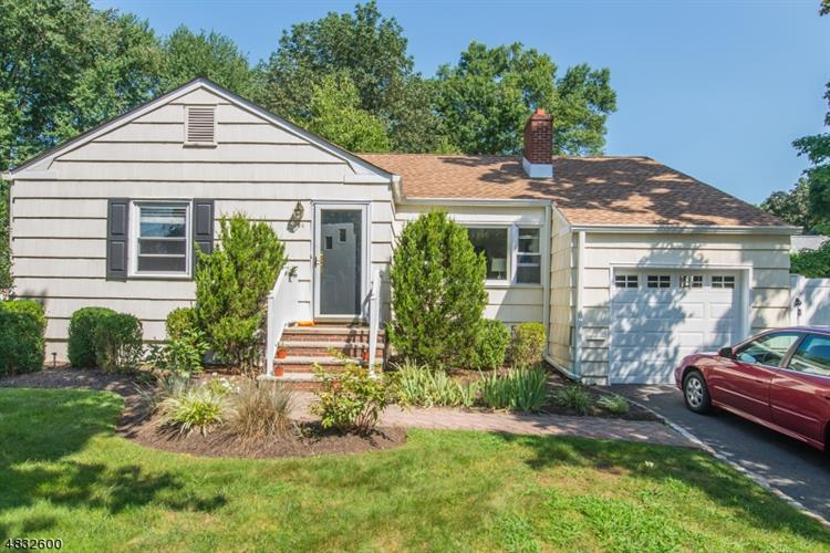 24 SURREY LN, Madison, NJ 07940