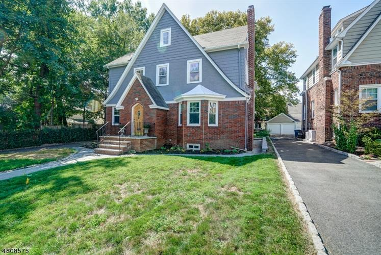31 BURROUGHS WAY, Maplewood, NJ 07040