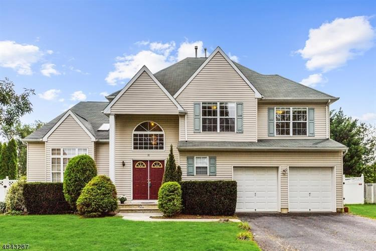 10 MONTCLAIR CT, East Brunswick, NJ 08816