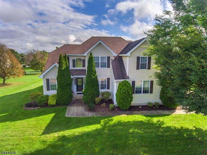 402 DANIEL DR, Greenwich Township, NJ 08886