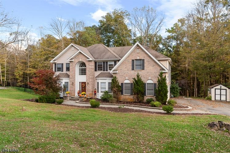 5 NATURES CT, Mount Olive, NJ 07836