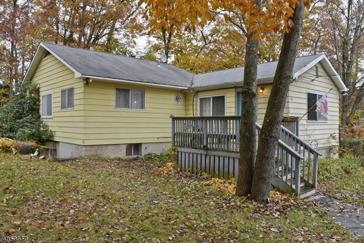 201 BROWN TRL, Hopatcong, NJ 07843
