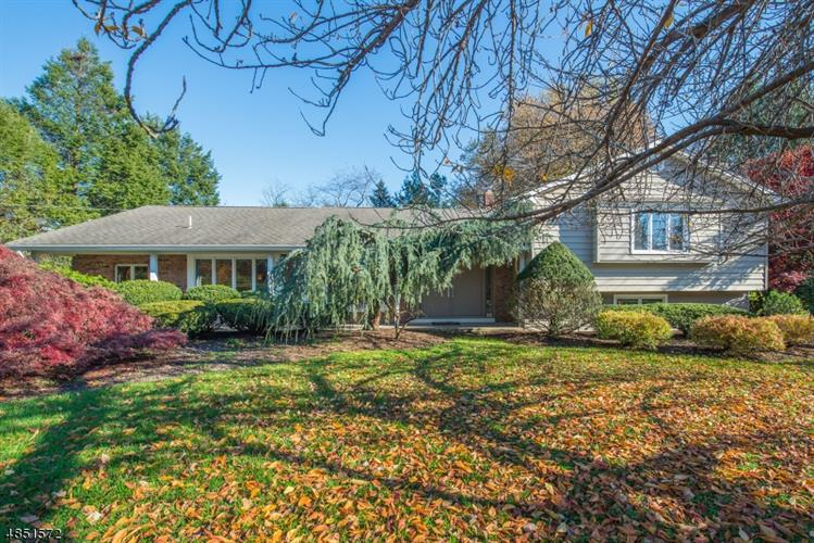 95 CLAIRMONT DR, Woodcliff Lake, NJ 07677