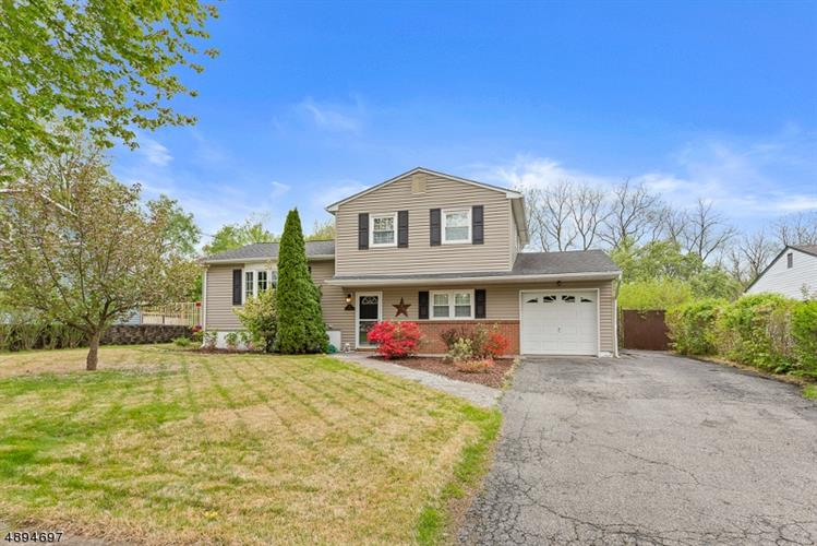 197 COLLEGE VIEW DR, Hackettstown, NJ 07840 - Image 1