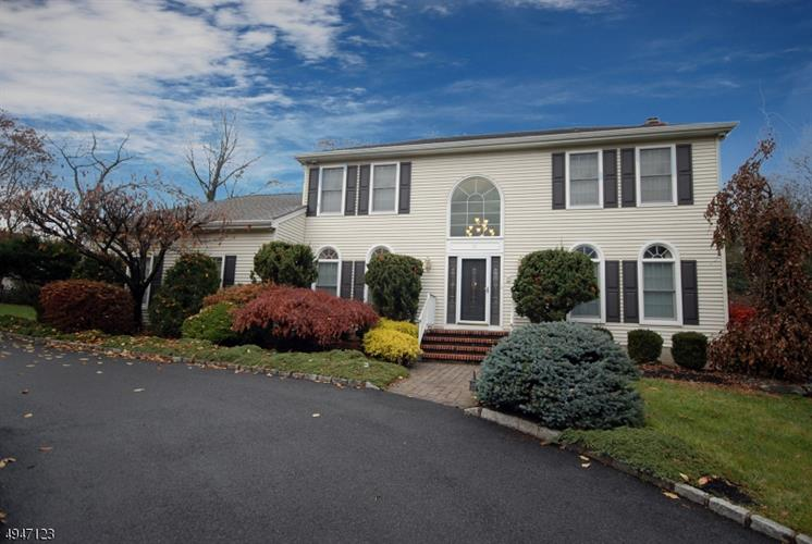 11 HAELIG CT, Bridgewater, NJ 08807 - Image 1