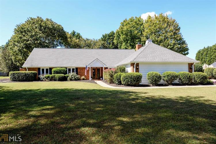 500 Saddle Lake Dr, Roswell, GA 30076