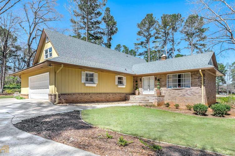 1 Perthshire Dr, Peachtree City, GA 30269