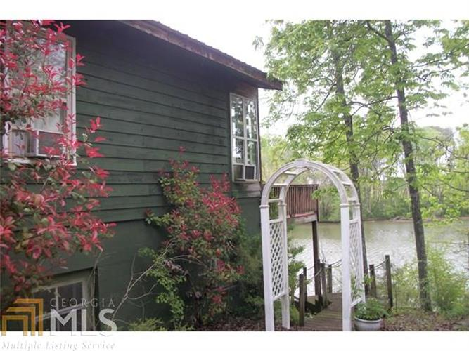 8128 Blacks Bluff Rd, Cave Spring, GA 30124