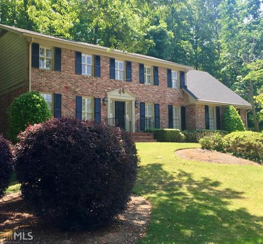 2409 Leisure Lake Dr, Dunwoody, GA 30338
