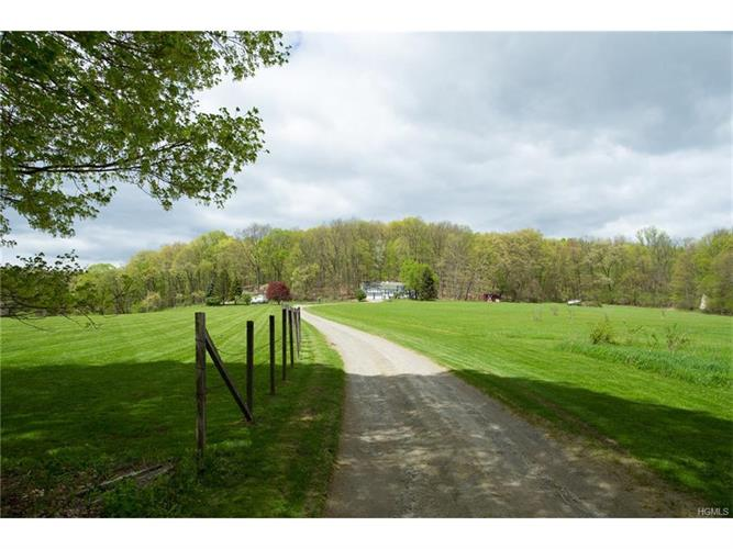 poughquag mature singles Sold - 118 gardner hollow road, poughquag, ny - $232,500 view details, map and photos of this single family property with 3 bedrooms and 2 total baths mls# 4727192.