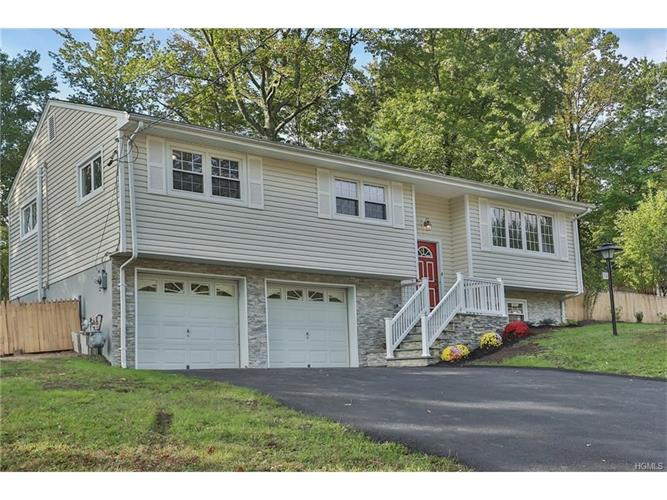 36 Adams Court, Pearl River, NY 10965