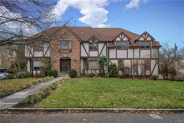 20 Disbrow Circle, New Rochelle, NY 10804