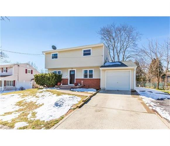 33 Frederick Place, Old Bridge, NJ 08857