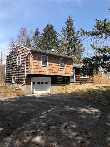 11 TANNER DR, Poughquag, NY 12570