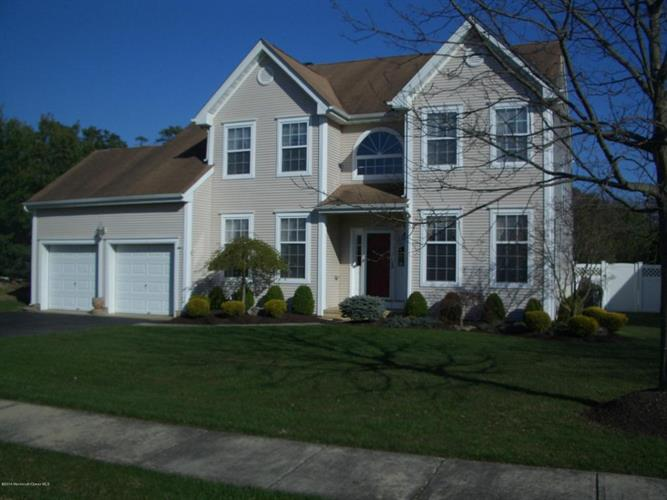 33 Crown Circle, Lakewood, NJ 08701