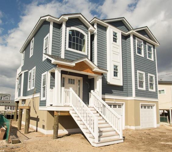 68 Weaver Drive, Beach Haven West, NJ 08050