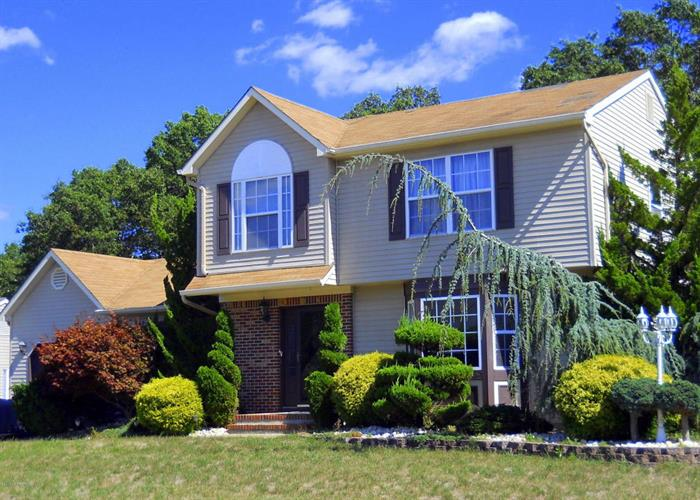 2 Iris Court, Howell, NJ 07731