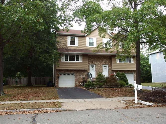 18 Lone Star Lane, Manalapan, NJ 07726