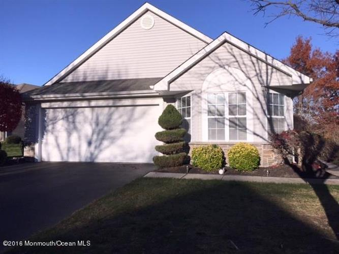 35 Strawberry Lane, Lakewood, NJ 08701