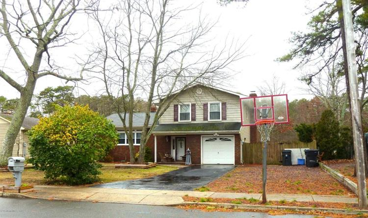 131 Mello Lane, Toms River, NJ 08753