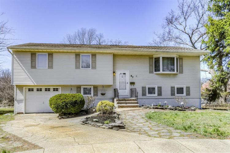 87 Lynn Court, Belford, NJ 07718