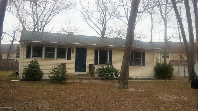 305 Toby Court, Toms River, NJ 08755