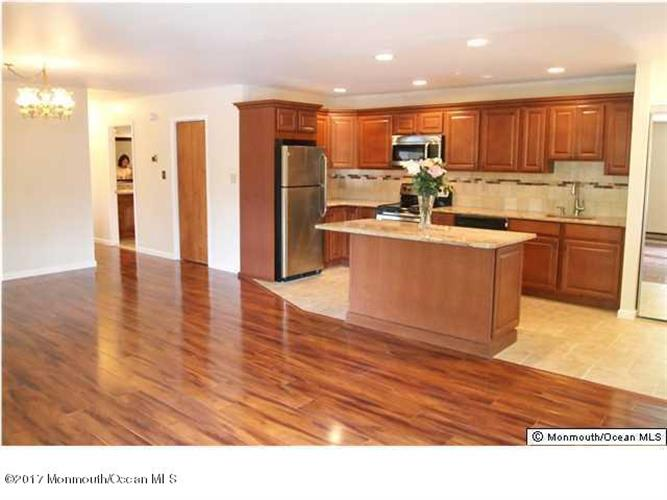 kitchen cabinets 07726 39 meadow green circle manalapan nj 07726 mls 21715793 19831