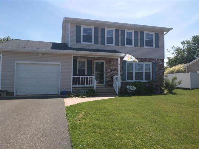 32 Ford Avenue, Bayville, NJ 08721