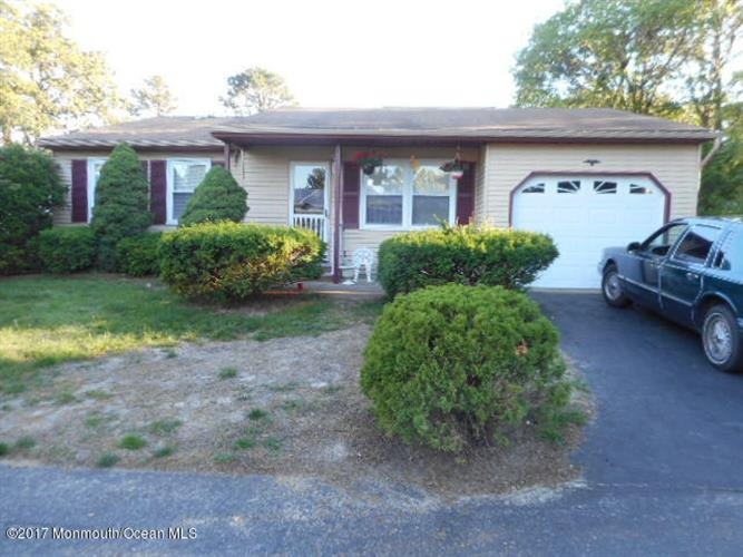 14 N Chestnut Avenue, Whiting, NJ 08759