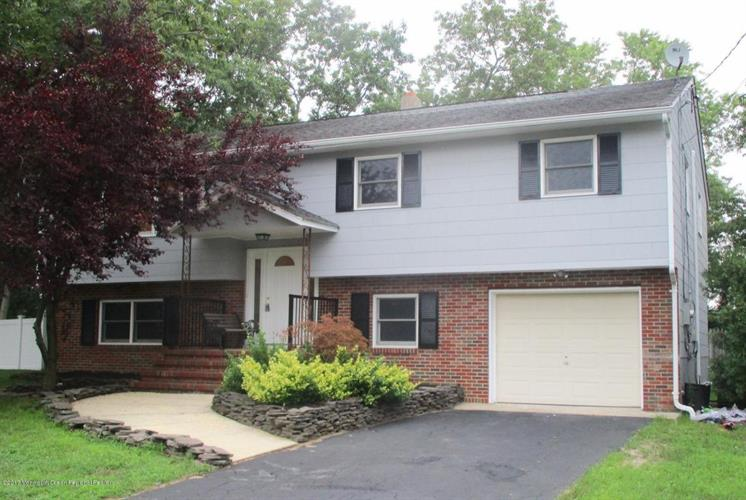2 Burdge Drive Howell Nj 07731 Mls 21731033 Weichert Com