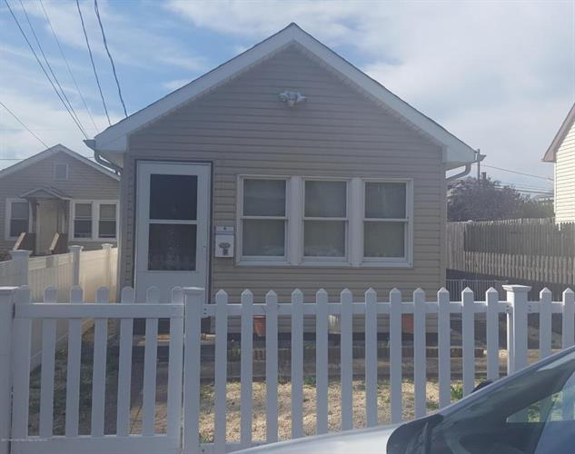 19 Lincoln Court, Keansburg, NJ 07734