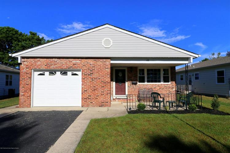 48 Normanton Court, Toms River, NJ 08757