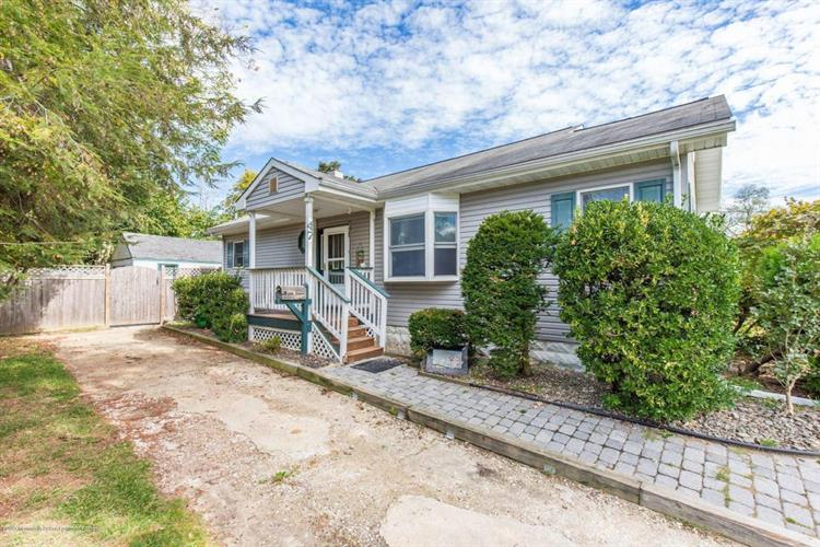 47 Park Avenue, Belford, NJ 07718