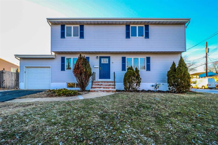 15 Fleetwood Drive, Hazlet, NJ 07730