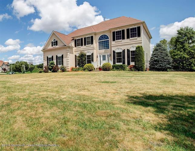28 Stream Bank Drive, Freehold, NJ 07728
