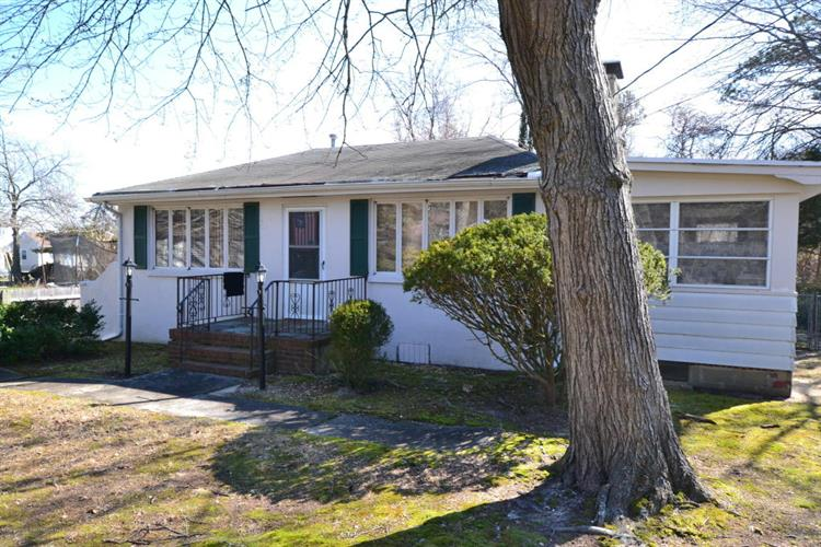402 Elizabeth Avenue, Toms River, NJ 08753