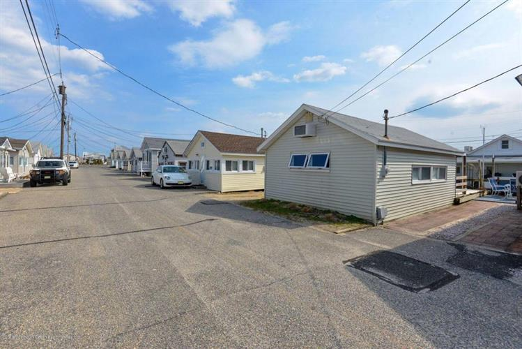 18 2nd Lane, South Seaside Park, NJ 08752