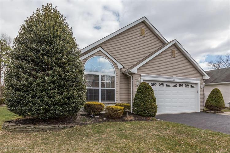 51 Skyline Drive, Lakewood, NJ 08701