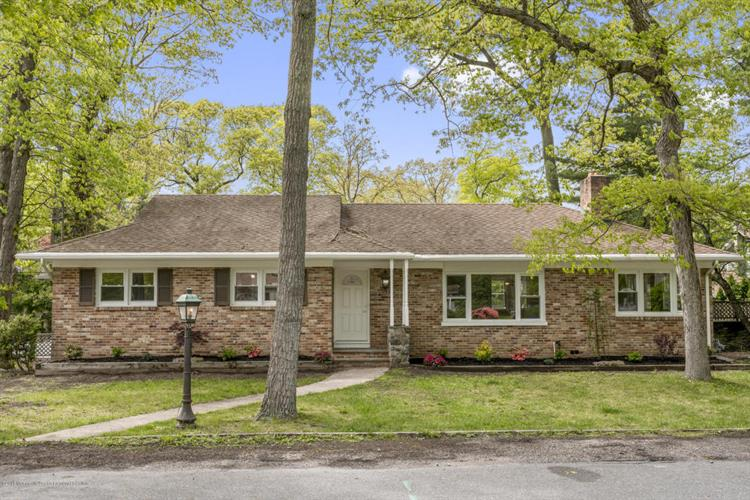 18 East Drive, Brick, NJ 08724
