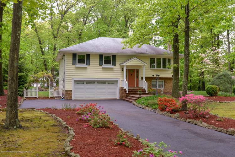 2 Wendy Lane, Marlboro, NJ 07746