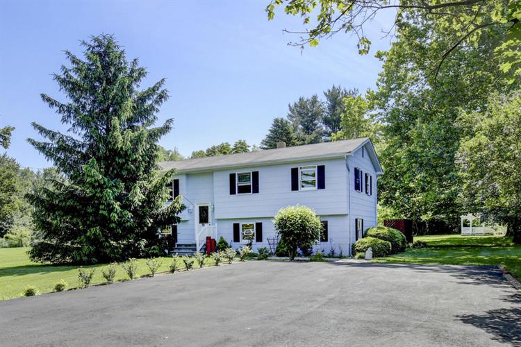 49 Ford Road, Howell, NJ 07731