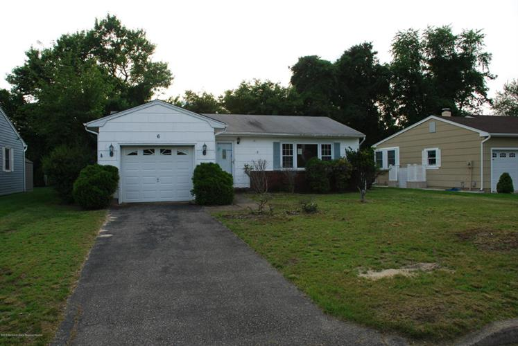 6 York Street, Toms River, NJ 08757