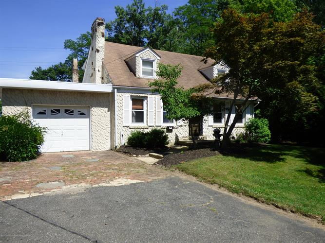 27 Maxwell Road, Eatontown, NJ 07724