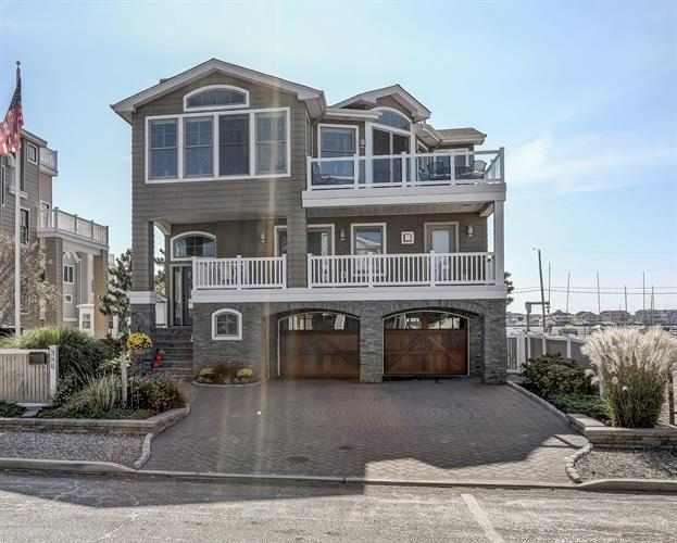 386 N 10th Street, Surf City, NJ 08008