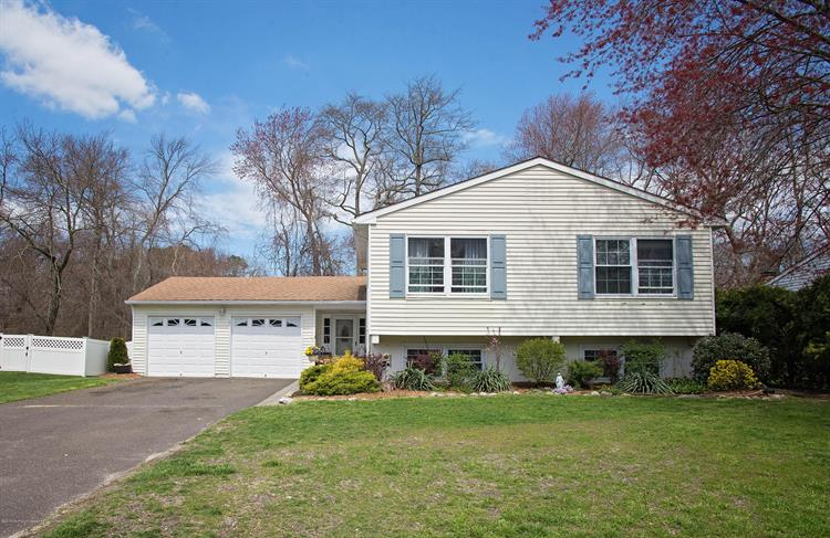 13 Colonial Court, Howell, NJ 07731 - Image 1