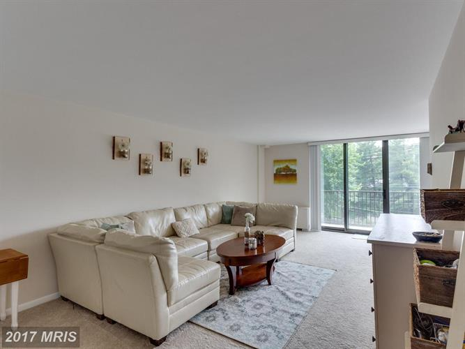 600 ROOSEVELT BLVD #405, Falls Church, VA 22044