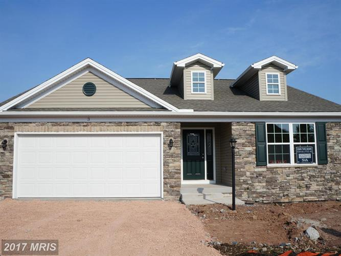 FEATHERDALE CIR, Fayetteville, PA 17222