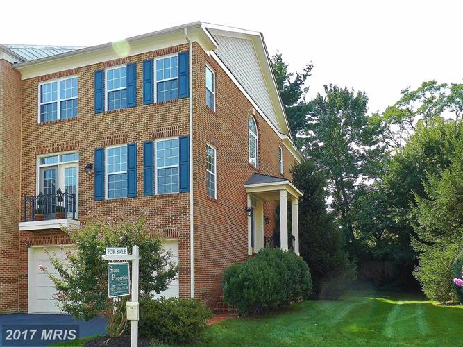 2988 THOMPSON PARK LN, Fairfax, VA 22031