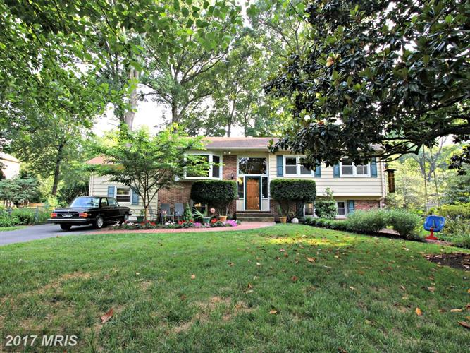 2602 ROSWELL CT, Falls Church, VA 22043