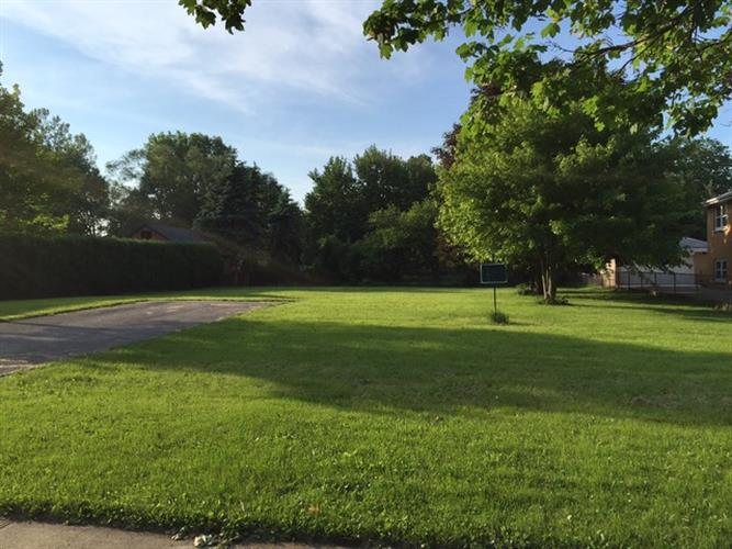 891 Half Day Road, Highland Park, IL 60035